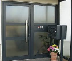 f_gdospublicidad_puertas-entrada-aluminio_portal.jpg